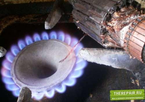 Размягчение обмоток якоря нагревом пламени газовой плиты..JPG